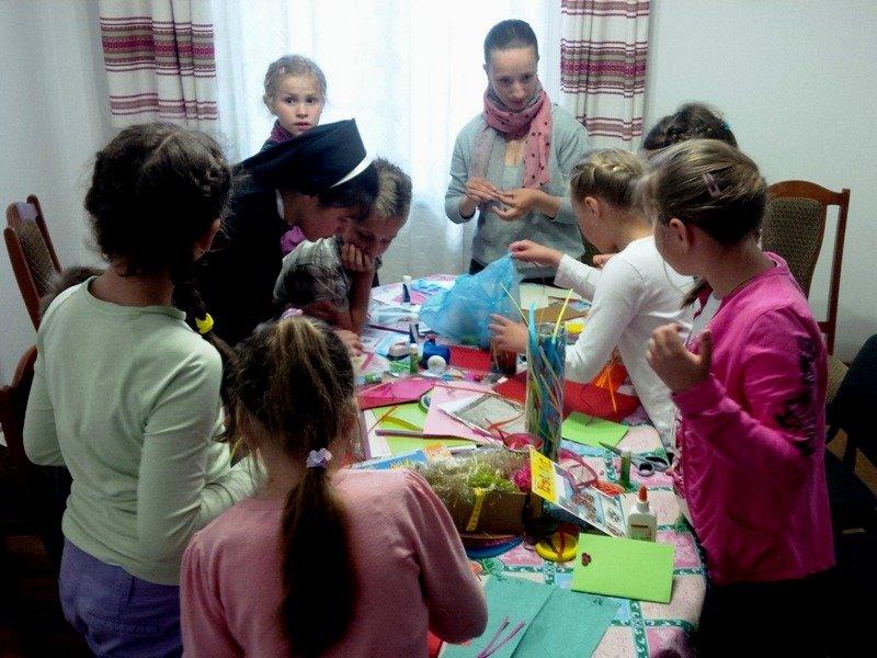 У Львові діти із вразливих сімей відсвяткували день матері із монахинями (фоторепортаж), фото-8