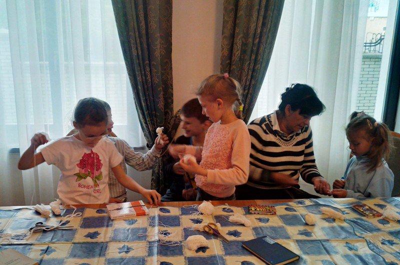 У Львові діти із вразливих сімей відсвяткували день матері із монахинями (фоторепортаж), фото-7