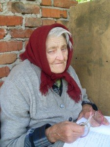 На Тернопільщині 73-річна бабуся пише сатиричні вірші про Януковича, фото-1