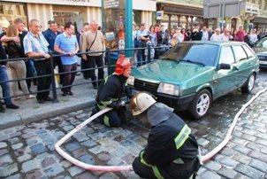 У центрі Львова загорівся автомобіль (ФОТО), фото-2