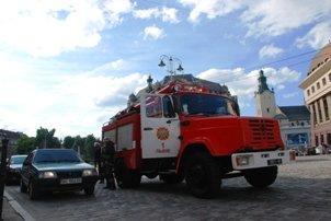 У центрі Львова загорівся автомобіль (ФОТО), фото-1