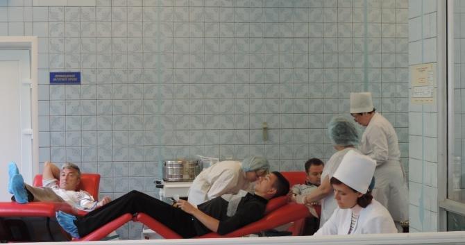 Для раненых бойцов, участвовавших в АТО, днепропетровцы за день сдали почти 150 литров крови (ФОТО), фото-6