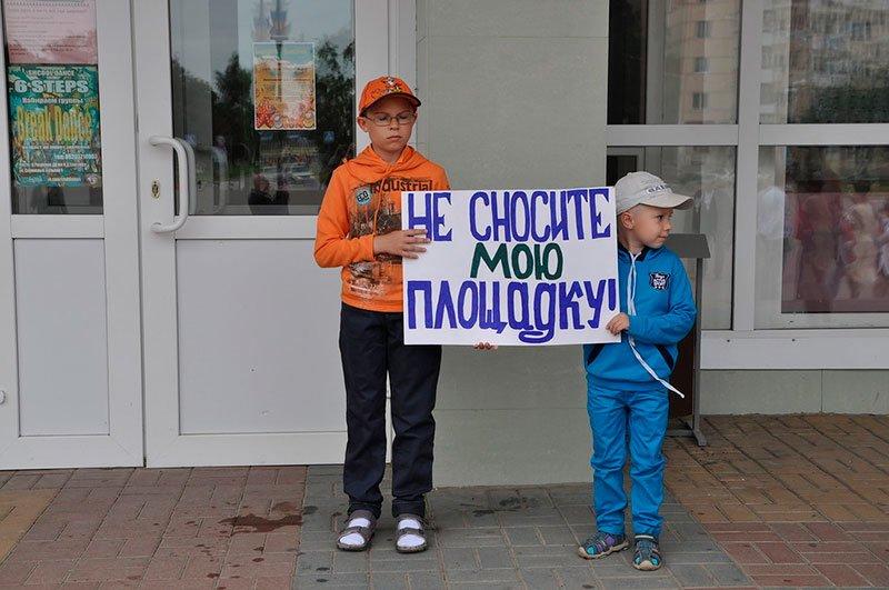 Жители поселка Разумное отстояли у местных властей детскую площадку, фото-1