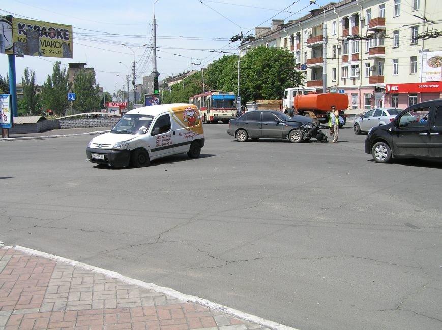 В Мариуполе на центральном перекрестке «Вкуснятина»  не разъехалась с Daewoo (ФОТО), фото-1