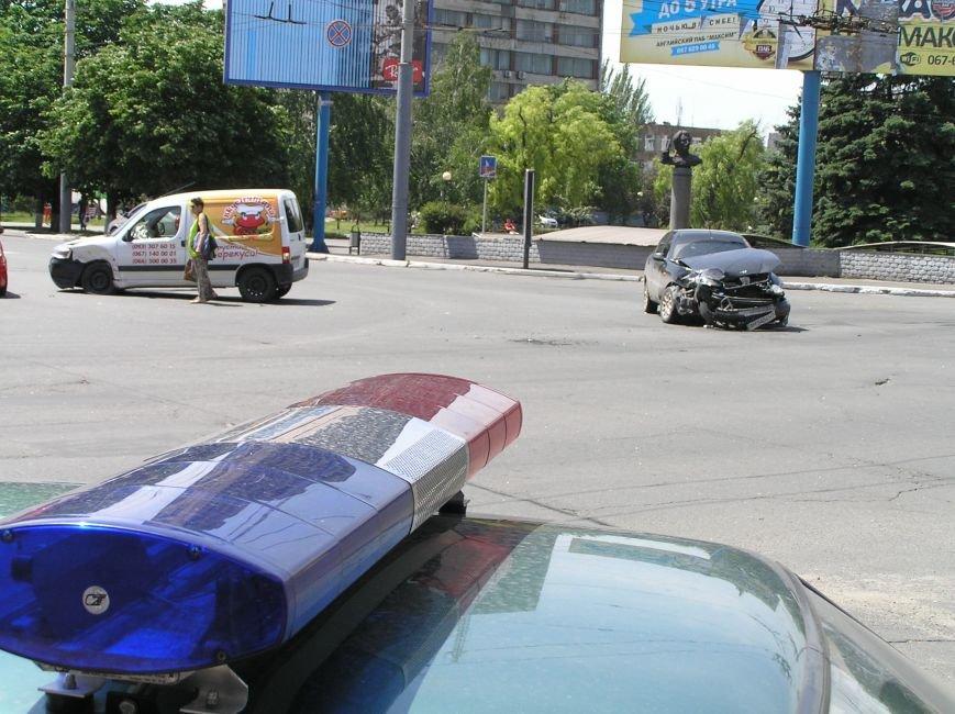 В Мариуполе на центральном перекрестке «Вкуснятина»  не разъехалась с Daewoo (ФОТО), фото-3