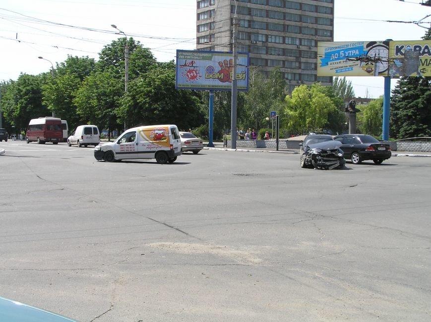 В Мариуполе на центральном перекрестке «Вкуснятина»  не разъехалась с Daewoo (ФОТО), фото-2