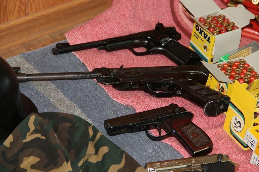 В Артемовске ополченцы показали оружие, изъятое у бизнесмена Иванкова (ФОТО, ВИДЕО), фото-4