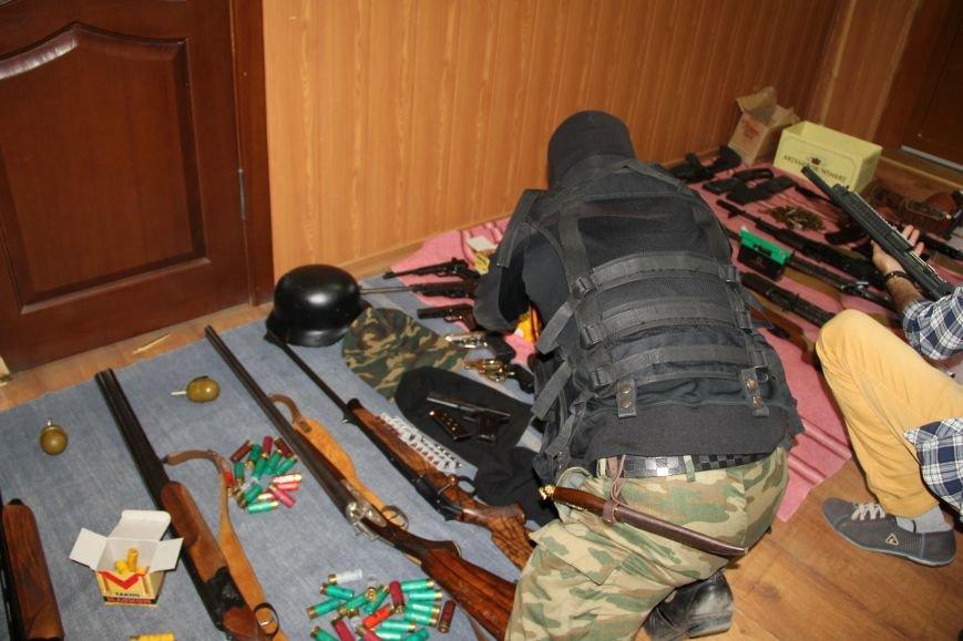 В Артемовске ополченцы показали оружие, изъятое у бизнесмена Иванкова (ФОТО, ВИДЕО), фото-3