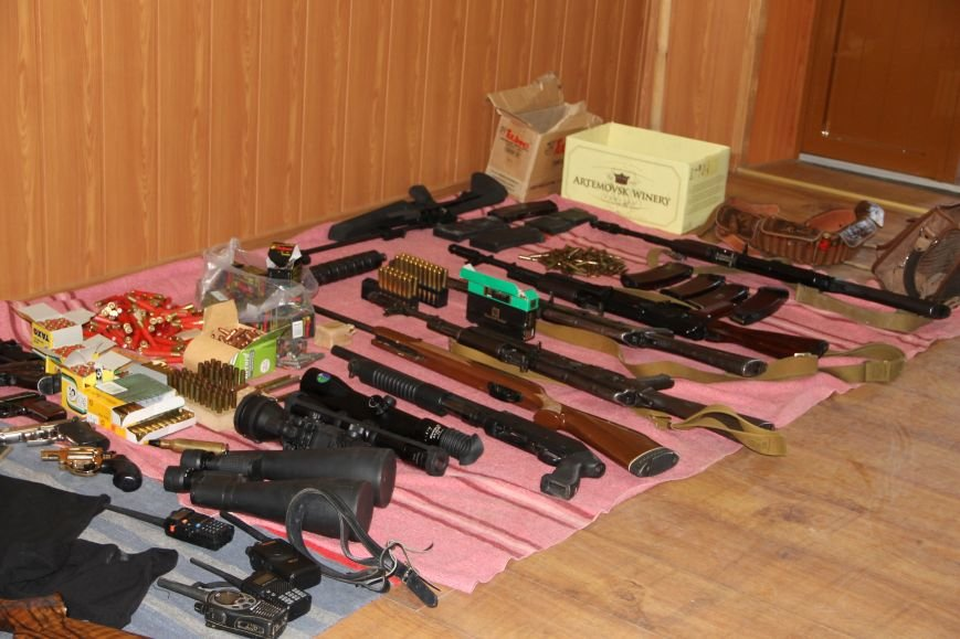 В Артемовске ополченцы показали оружие, изъятое у бизнесмена Иванкова (ФОТО, ВИДЕО), фото-1