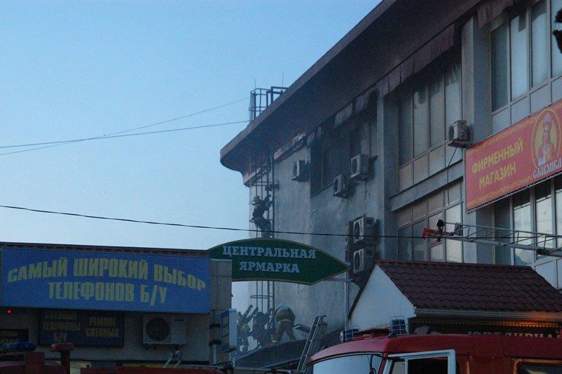 В Белгороде произошел пожар на Центральном рынке, фото-2