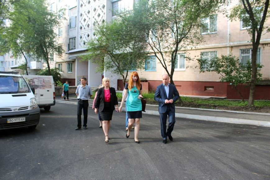 Тернопільський міський голова особисто перевіряє якість ремонту прибудинкових територій (фото), фото-1
