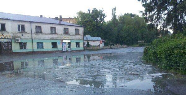 Сьогодні зранку містечко на Тернопільщині накрив сильний град: на городах кірка з льоду (фото), фото-3