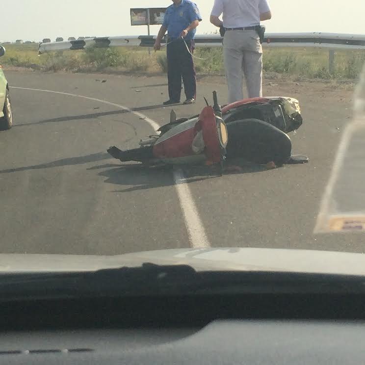 По дороге на Белосарайскую косу перевернулся мопедист (Фотофакт), фото-1