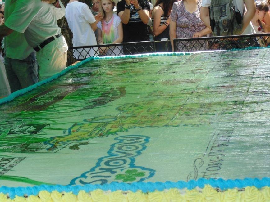 Сьогодні на «Галицькій дефіляді» у Тернополі спекли найбільший фототорт України (фото), фото-1