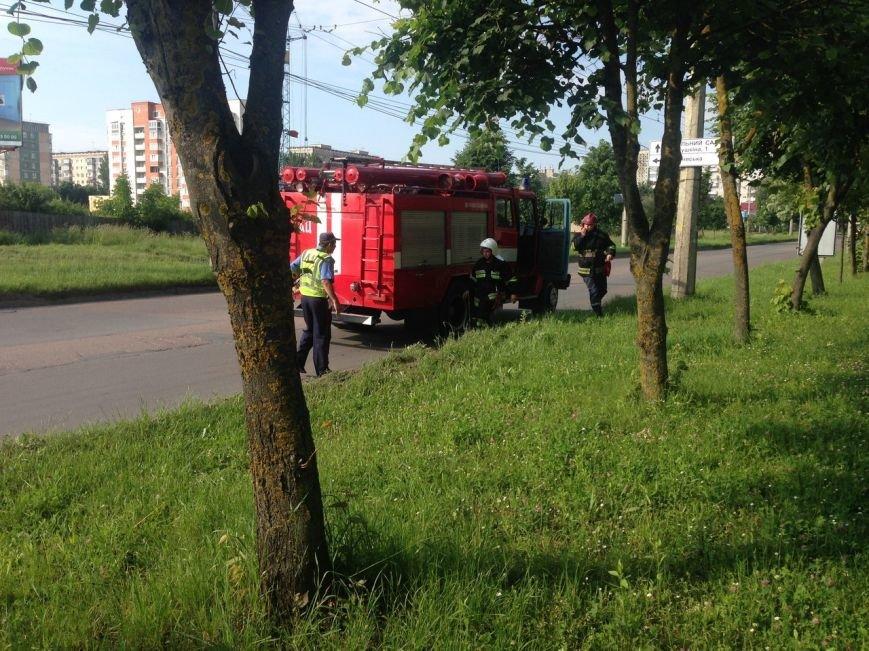 У Тернополі п'яний водій зніс огорожу навпроти зупинки (фото), фото-3