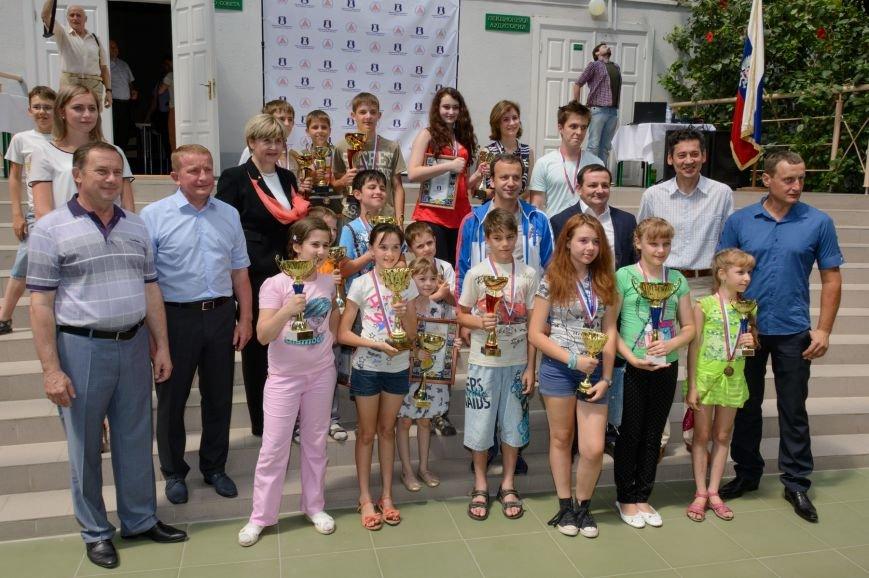 12-летняя таганрогская шахматистка сразилась с Аркадием Дворковичем, счет - «ничья», фото-1
