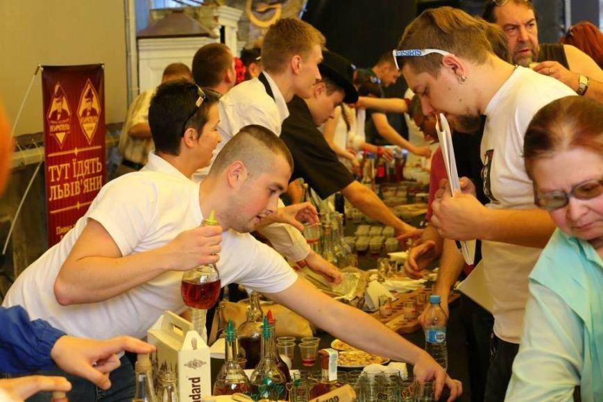 Чарка за чаркою: у центрі Львова масово пили медовуху і обирали найсмачнішу (ФОТО), фото-2