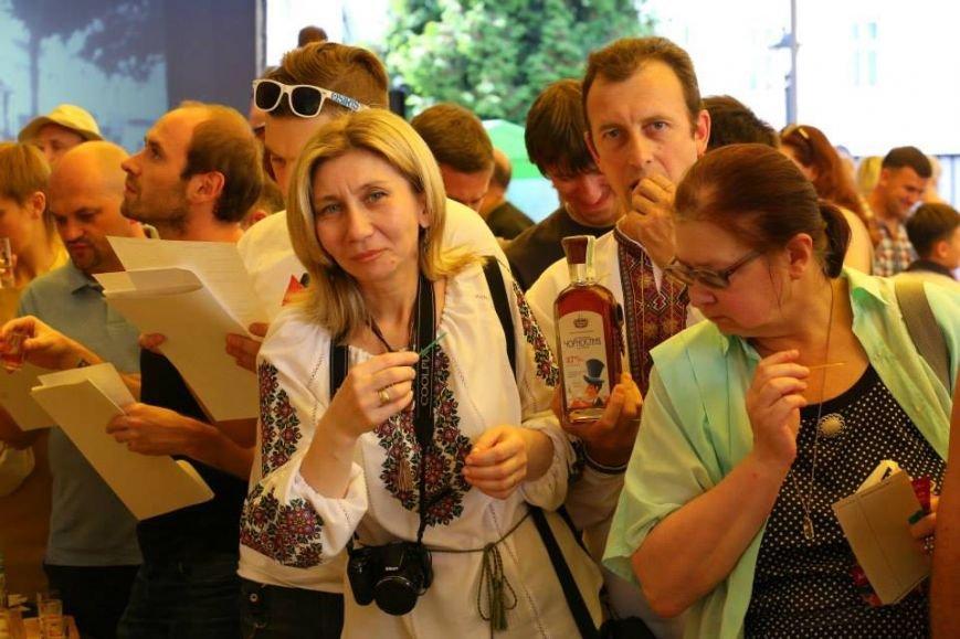 Чарка за чаркою: у центрі Львова масово пили медовуху і обирали найсмачнішу (ФОТО), фото-1