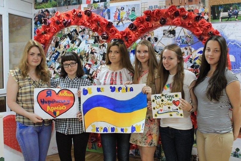 В Днепропетровске украинскую армию поддержали флешмобом (ФОТО), фото-17