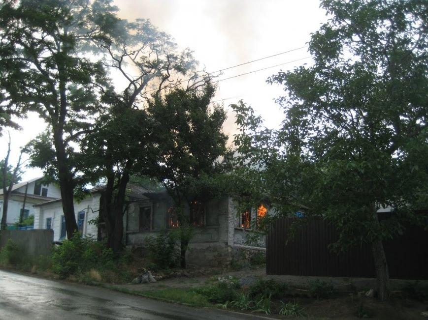 В Мариуполе  на спуске к железнодорожному вокзалу горел дом (ФОТО), фото-1