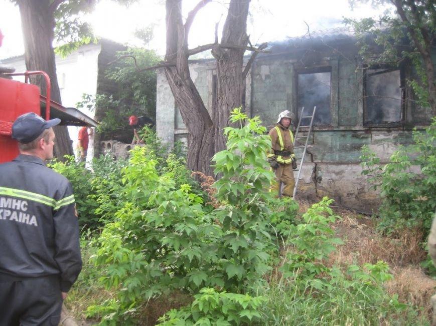 В Мариуполе  на спуске к железнодорожному вокзалу горел дом (ФОТО), фото-10