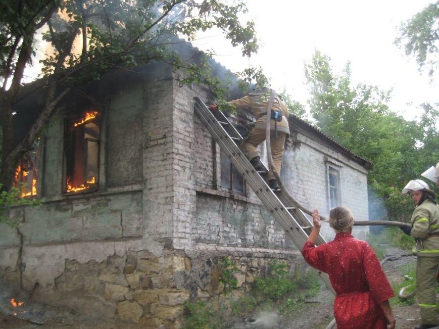 В Мариуполе  на спуске к железнодорожному вокзалу горел дом (ФОТО), фото-6