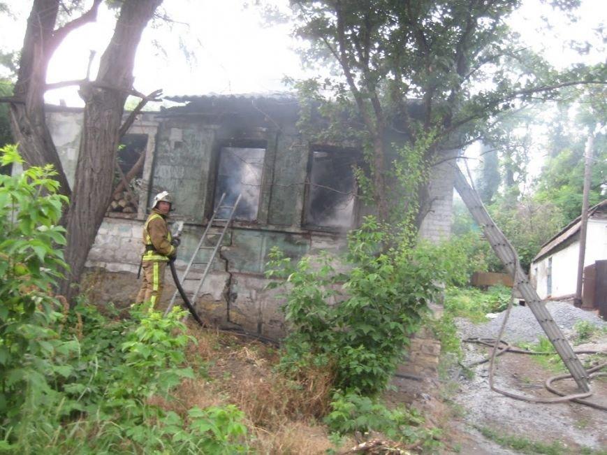 В Мариуполе  на спуске к железнодорожному вокзалу горел дом (ФОТО), фото-8