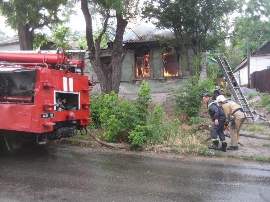 В Мариуполе  на спуске к железнодорожному вокзалу горел дом (ФОТО), фото-4
