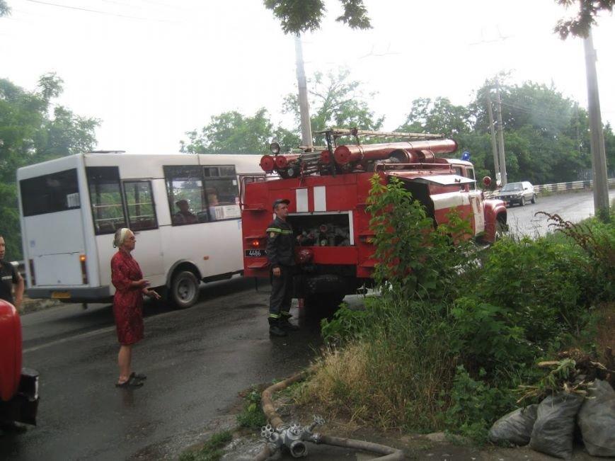 В Мариуполе  на спуске к железнодорожному вокзалу горел дом (ФОТО), фото-7