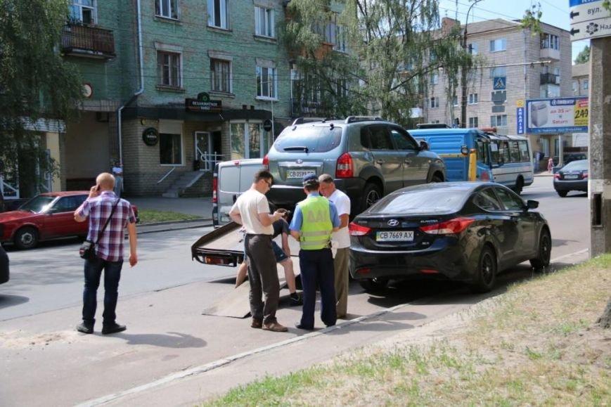 ДТП в Чернигове: столкнулись три машины, одна перевернулась, фото-1