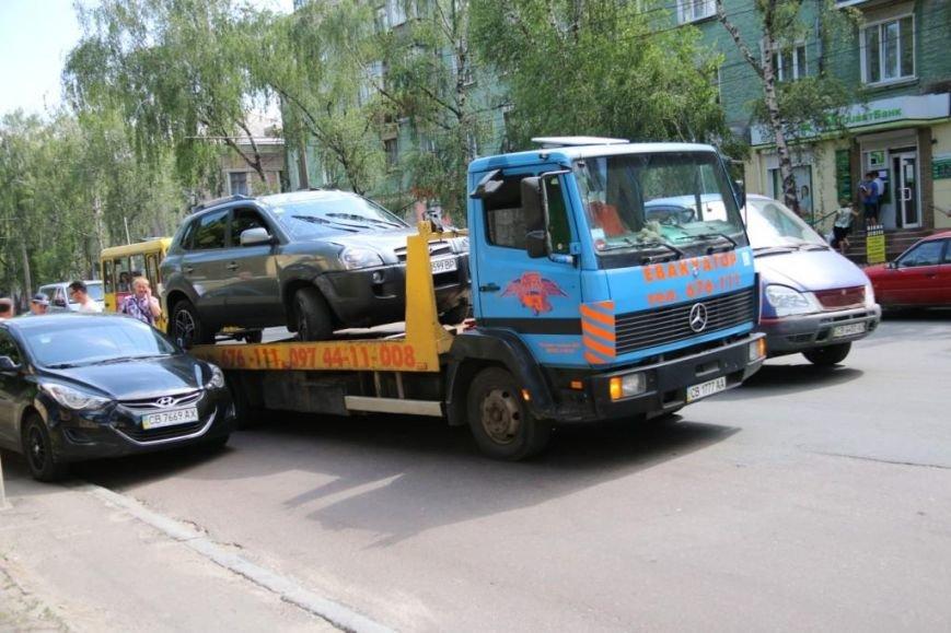 ДТП в Чернигове: столкнулись три машины, одна перевернулась, фото-2