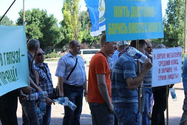 """В Кривом Роге рабочие """"АрселорМиттал"""" снова митинговали за повышение зарплаты (ФОТО), фото-7"""