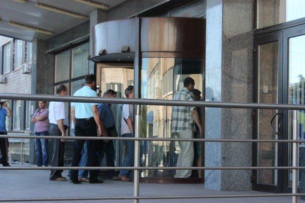 """В Кривом Роге рабочие """"АрселорМиттал"""" снова митинговали за повышение зарплаты (ФОТО), фото-5"""