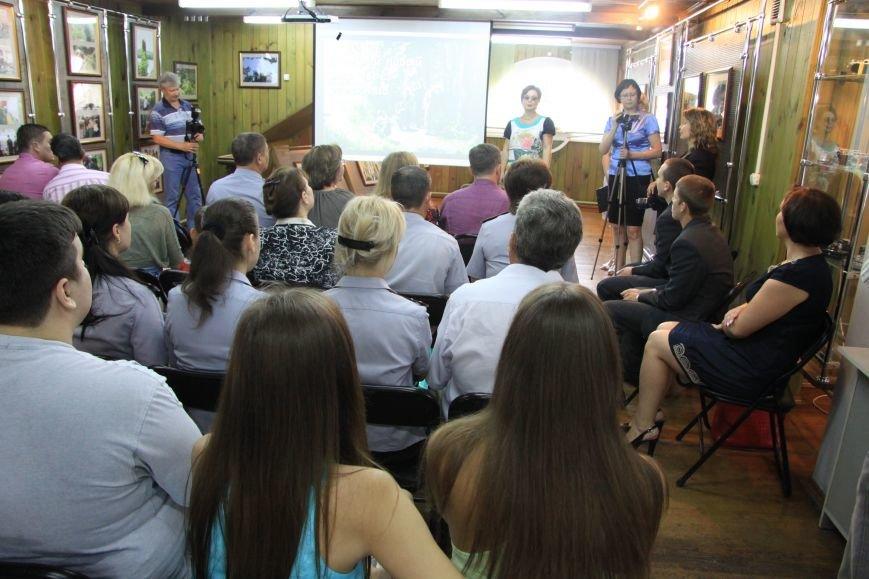 В Ульяновске открылась фотовыставка работ несовершеннолетних осужденных, фото-1