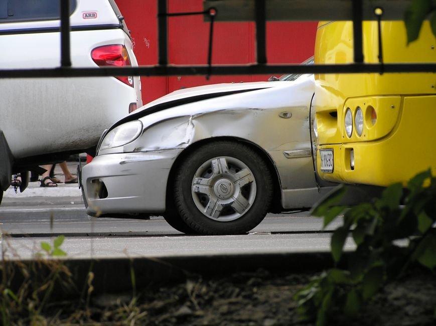 Тройное ДТП в Мариуполе: столкнулись два автомобиля и маршрутка (ФОТО), фото-5