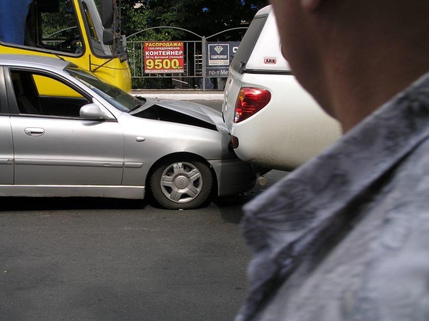 Тройное ДТП в Мариуполе: столкнулись два автомобиля и маршрутка (ФОТО), фото-4