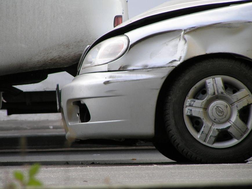 Тройное ДТП в Мариуполе: столкнулись два автомобиля и маршрутка (ФОТО), фото-2