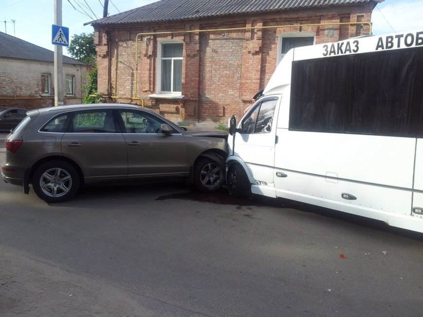 В Кировограде маршрутка столкнулась с «Audi» (фото), фото-1
