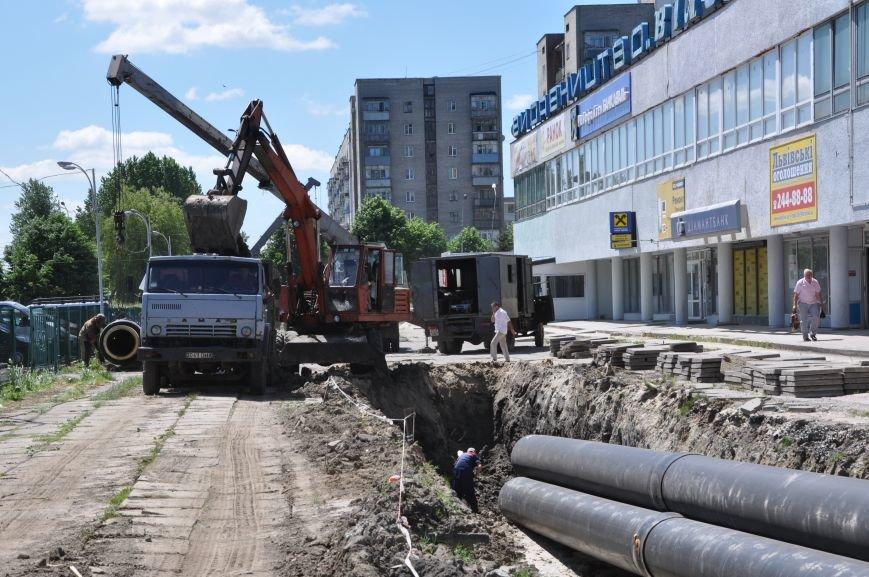Вулицю Стрийську перерили – важка техніка міняє труби (ФОТО), фото-1