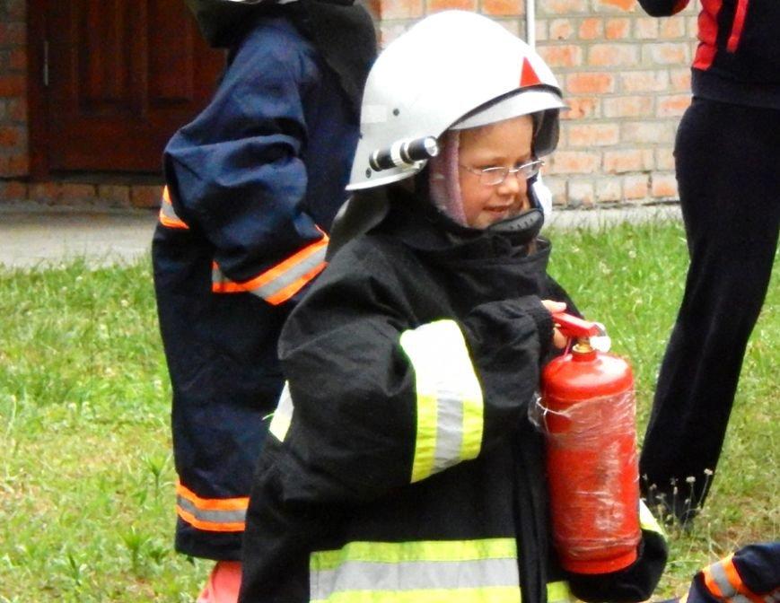 Дети, отдыхающие в лагере «Горизонт», учились тушить пожары (фото и видео), фото-4