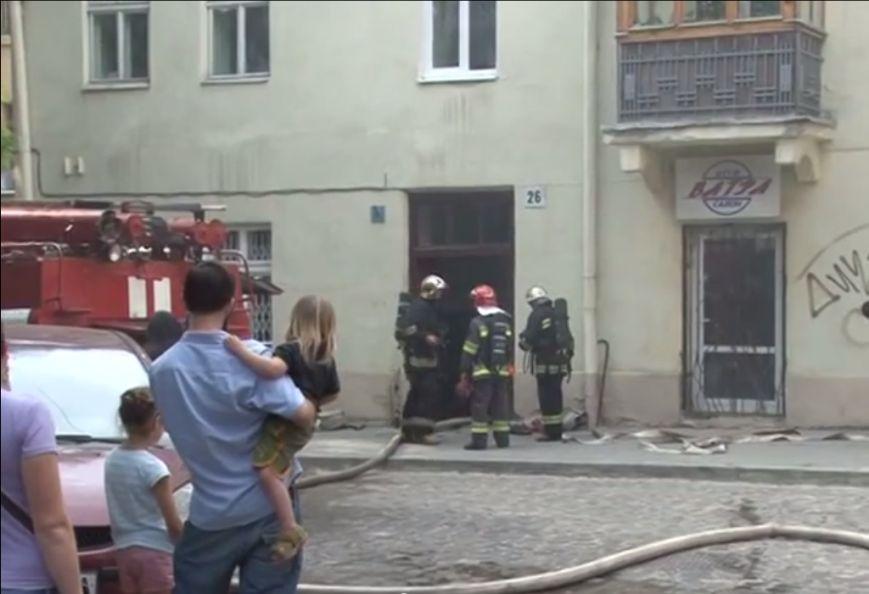 Аби уникнути трагедії під час пожежі, у Львові довелось евакуювали людей (ВІДЕО, ФОТО), фото-7