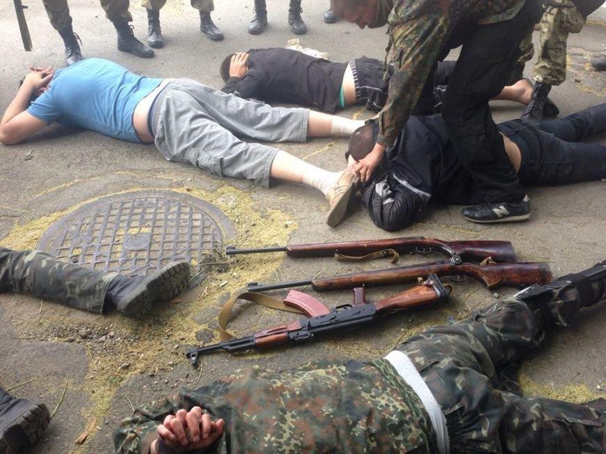 В центре Мариуполя бойцы украинской армии задержали ДНРовцев с оружием (Дополнено ФОТО+ВИДЕО), фото-6