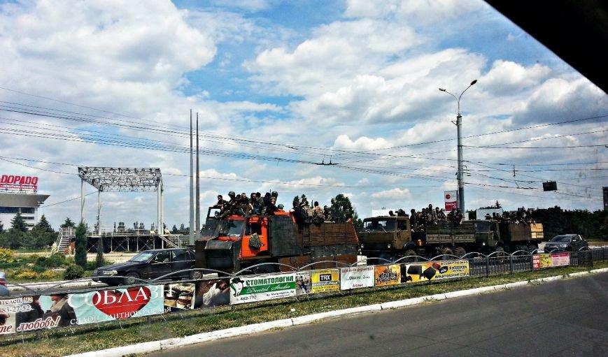 В Мариуполе по пр. Ленина проехали 3 грузовика с военными (Фотофакт), фото-1