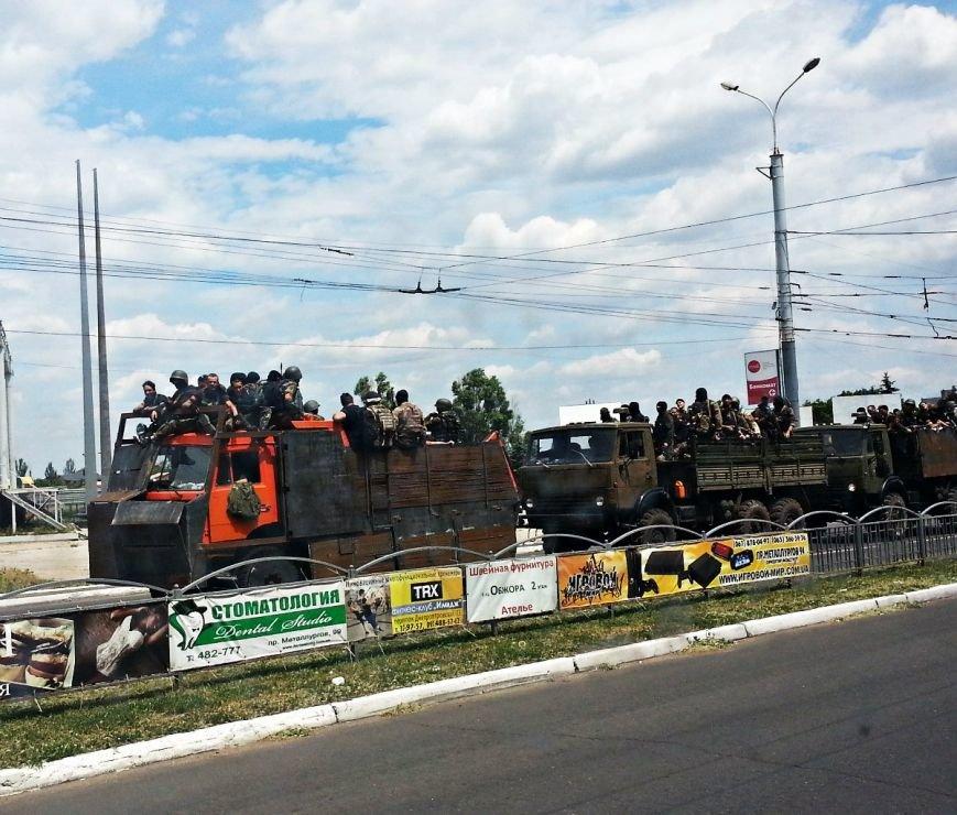 В Мариуполе по пр. Ленина проехали 3 грузовика с военными (Фотофакт), фото-2