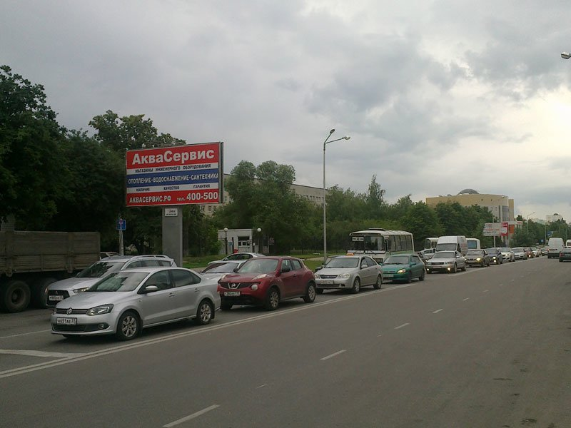 В Белгороде перекрытие участка дороги на Щорса вызвало пробки на Харгоре и изменения в движении маршруток, фото-1