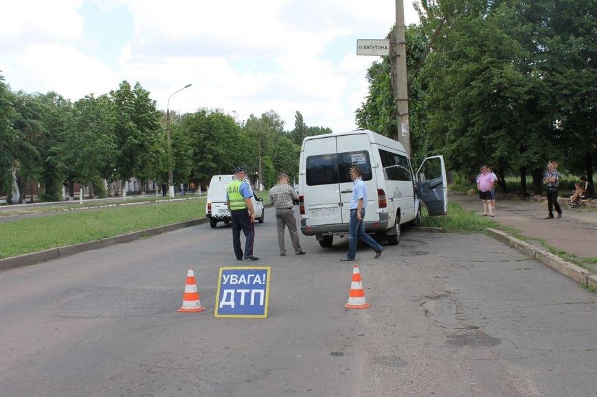 ДТП в Кривом Роге: маршрутка с пассажирами влетела в электроопору (ФОТО), фото-3