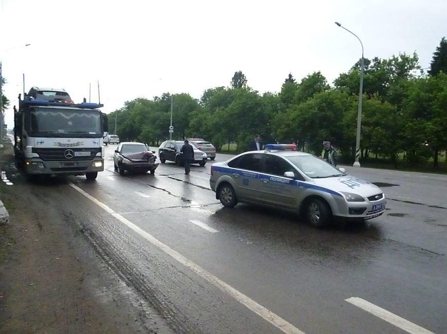 Вечером 13 июня на 34-м километре Калужского шоссе в районе Новых Ватутинок произошло ДТП (фото) - фото 1