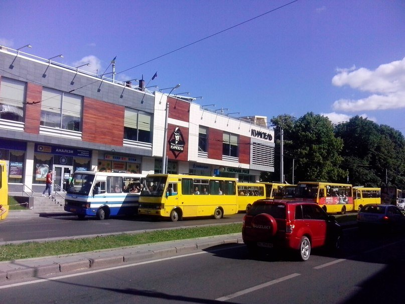 У Львові є чудо-зупинка на якій зупиняється 6-7 автобусів одночасно (ФОТО, ВІДЕО), фото-1