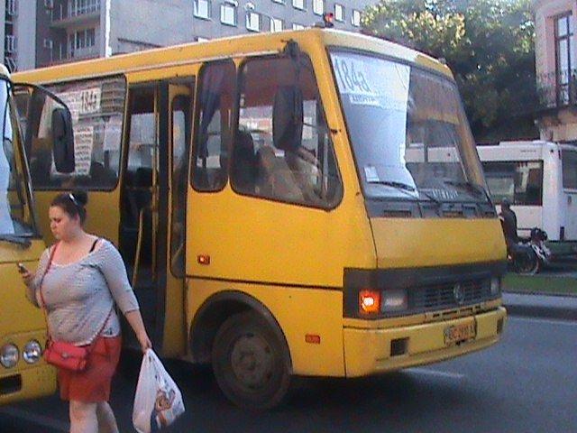 У Львові є чудо-зупинка на якій зупиняється 6-7 автобусів одночасно (ФОТО, ВІДЕО), фото-3