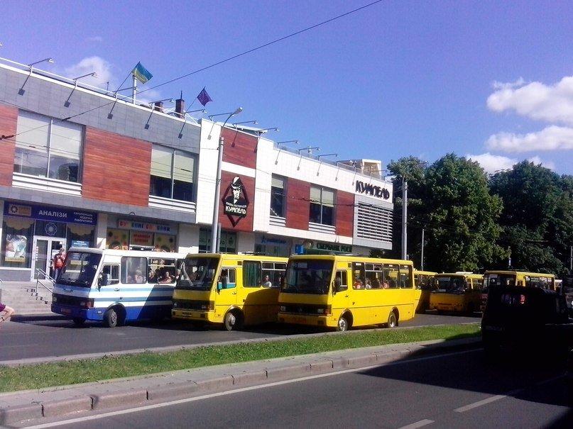 У Львові є чудо-зупинка на якій зупиняється 6-7 автобусів одночасно (ФОТО, ВІДЕО), фото-5
